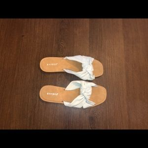 Bamboo slip sandals with tie